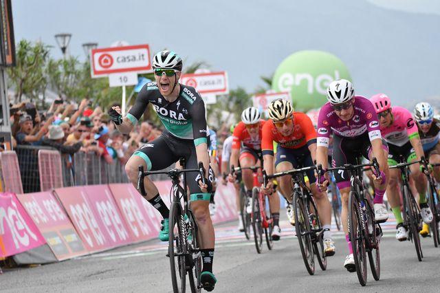 Première victoire sur un grand Tour pour Sam Bennett. [Yuzuru Sunada - AFP]