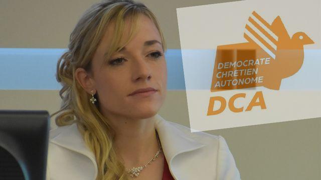 Montage photo, montrant la députée Pauline Queloz et le projet de logo du parti Démocrate Chrétien Autonome (DCA). [Gaël Klein - RTS]
