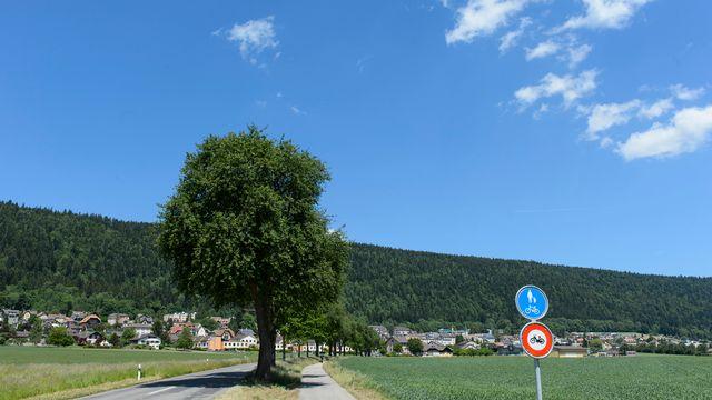 Le village de Cernier, siège des autorités de la commune de Val-de-Ruz. [Jean-Christophe Bott - Keystone]
