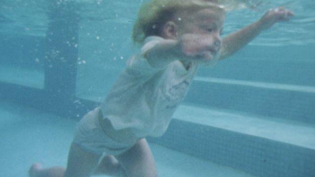 Bébés nageurs? Révoltant [RTS]