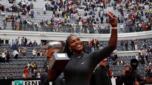 Serena Williams a triomphé à trois reprises sur la terre battue parisienne. [Alessandra Tarantino¨ - Keystone]