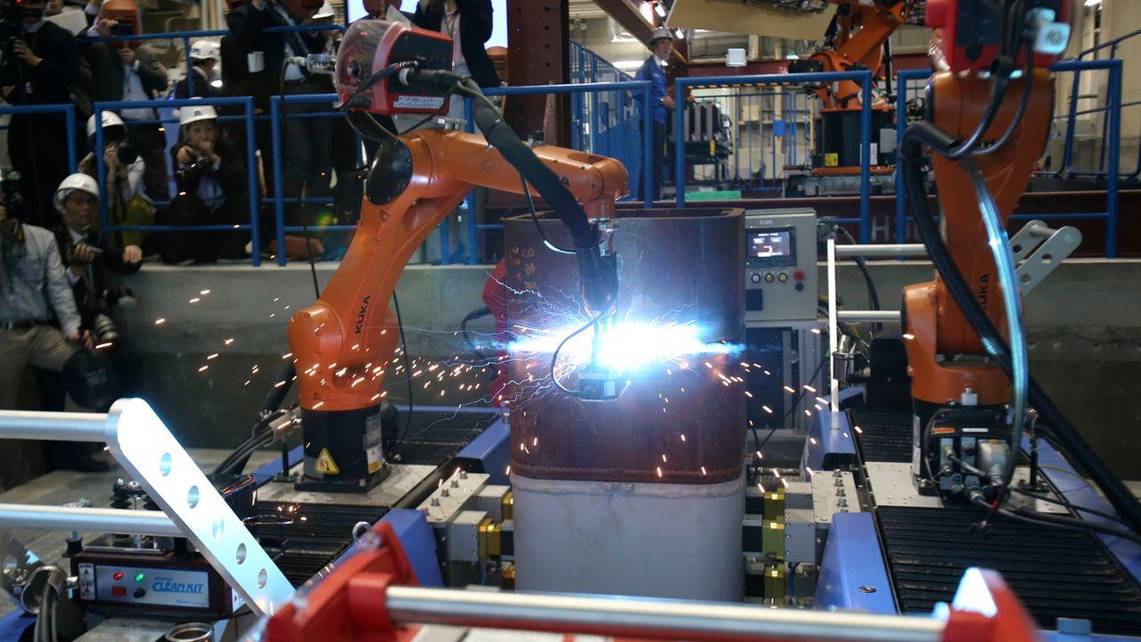 La robotisation créera plus d'emplois en Suisse qu'elle n'en détruira, affirme une étude. (image d'illustration) [Koji Sasahara - Keystone]