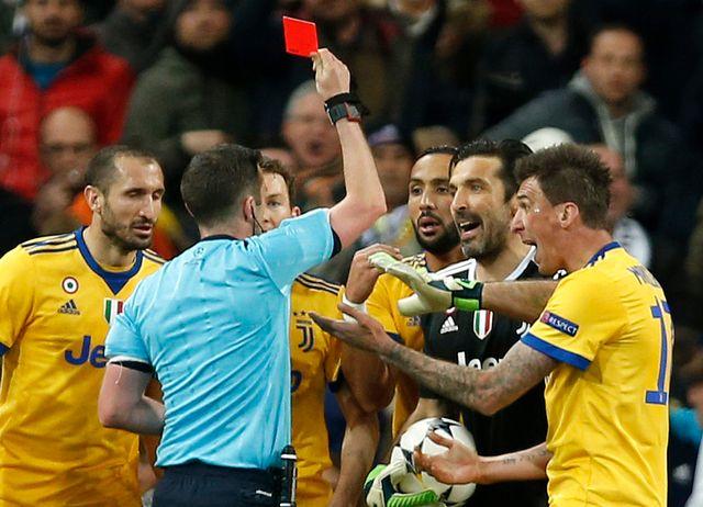 Bouffon s'était emporté après le carton rouge reçu à Madrid. [Francisco Seco - Keystone]