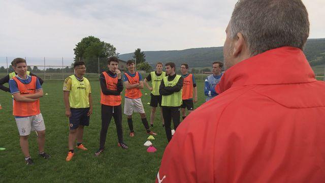 """Un cours """"Teamspirit"""" donné aux juniors A du FC Le Landeron. [Nathanael Michel - RTS]"""