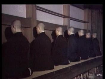 La vie monastique dans le temple du bouddhisme zen de Eiheiji au Japon