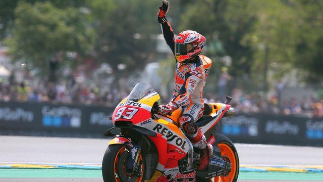 Marc Marquez a enchaîné, au Mans, sa 3e victoire à la suite en Moto GP. [David Vincent - Keystone]