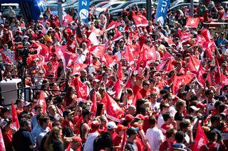 Les supporters sont venus en nombre à Zurich fêter les hockeyeurs suisses. [EPA/Patrick Huerlimann - Keystone]