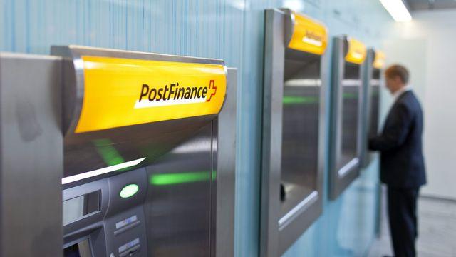 Aujourd'hui, PostFinance place l'argent déposé par ses clients.  [Gaëtan Bally - Keystone]