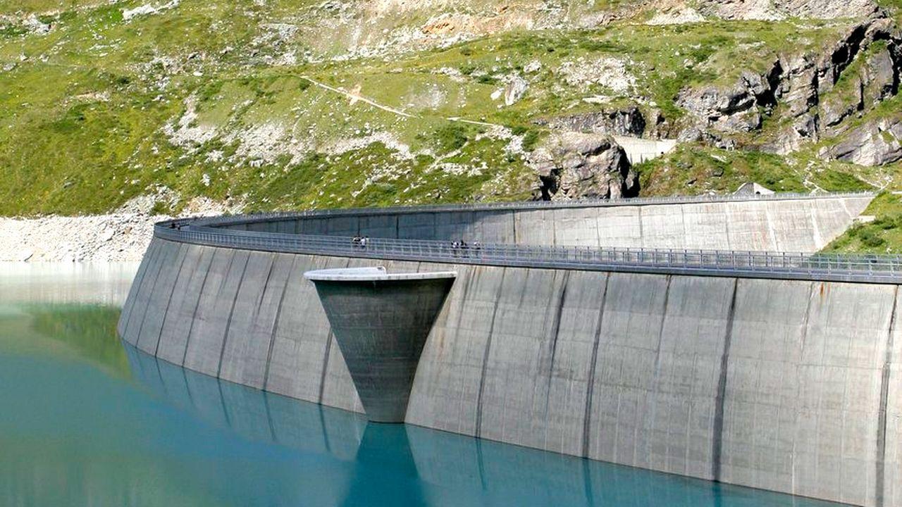 Vue sur le barrage de Moiry, en Valais. [Olivier Maire - Keystone]
