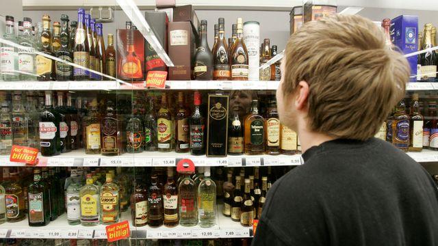 L'association CIA veut faire réfléchir les 16-20 ans de Suisse romande à leur consommation d'alcool. [JOERG SARBACH - AP]