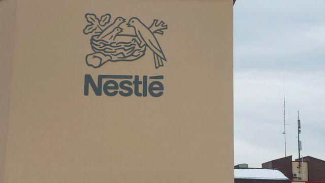 Le logo de Nestlé à Vers-chez-les-Blanc, près de Lausanne, en 2013. [Keystone]