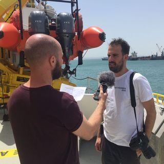 Le photojournaliste Guglielmo Mangiapane lors de son interview le 18 mai 2018 à bord de l'Aquarius. [RTS]