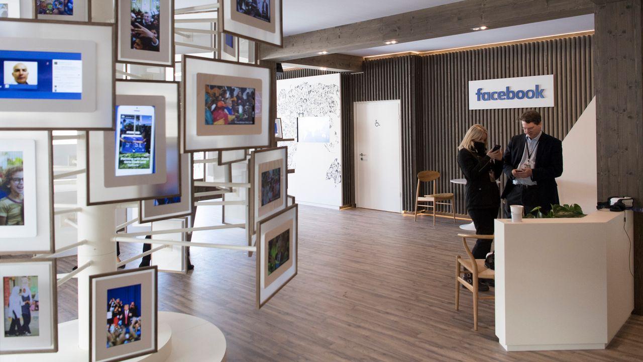 Le Conseil fédéral veut désormais un siège des grands réseaux sociaux en Suisse. [Gian Ehrenzeller - Keystone]