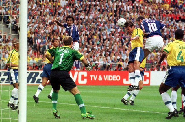 Zinédine Zidane ouvre ici le score pour les Bleus face au Brésil. [Luca Bruno - Keystone]