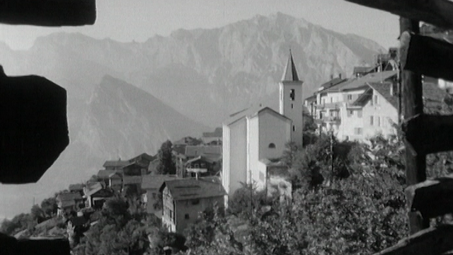 Le village d'Isérables en Valais, haut perché. [RTS]