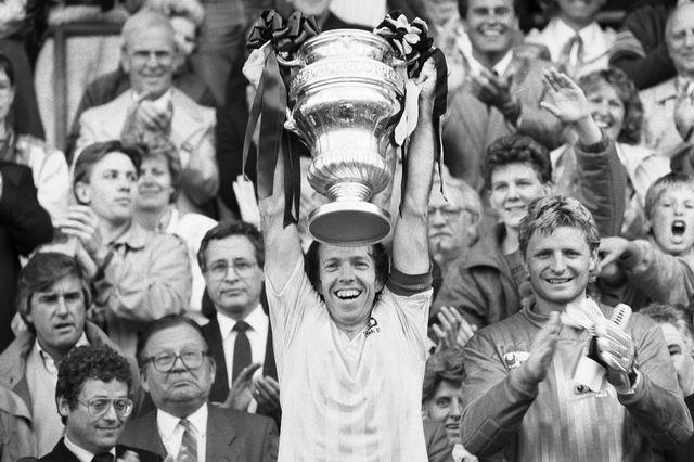 Jean-Marie Conz soulève la Coupe de Suisse en 1987. La dernière gagnée par le club bernois à ce jour. [Keystone]