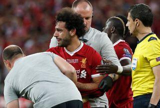Salah n'a pas pu retenir ses larmes au moment de quitter ses partenaires. [Pavel Golovkin - Keystone]