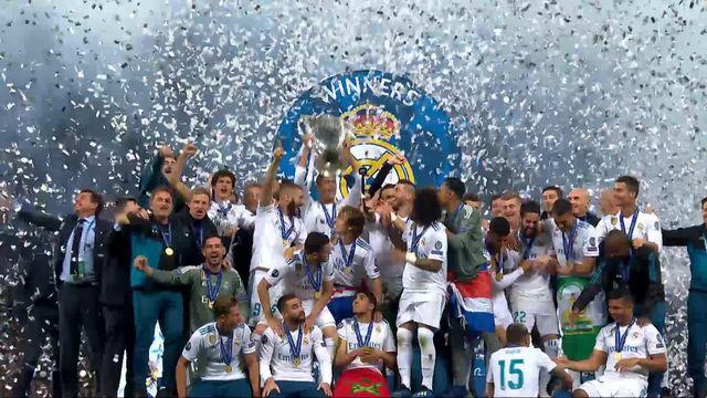 Finale, Real Madrid - Liverpool 3-1: les joueurs du Real Madrid soulèvent le trophée [RTS]