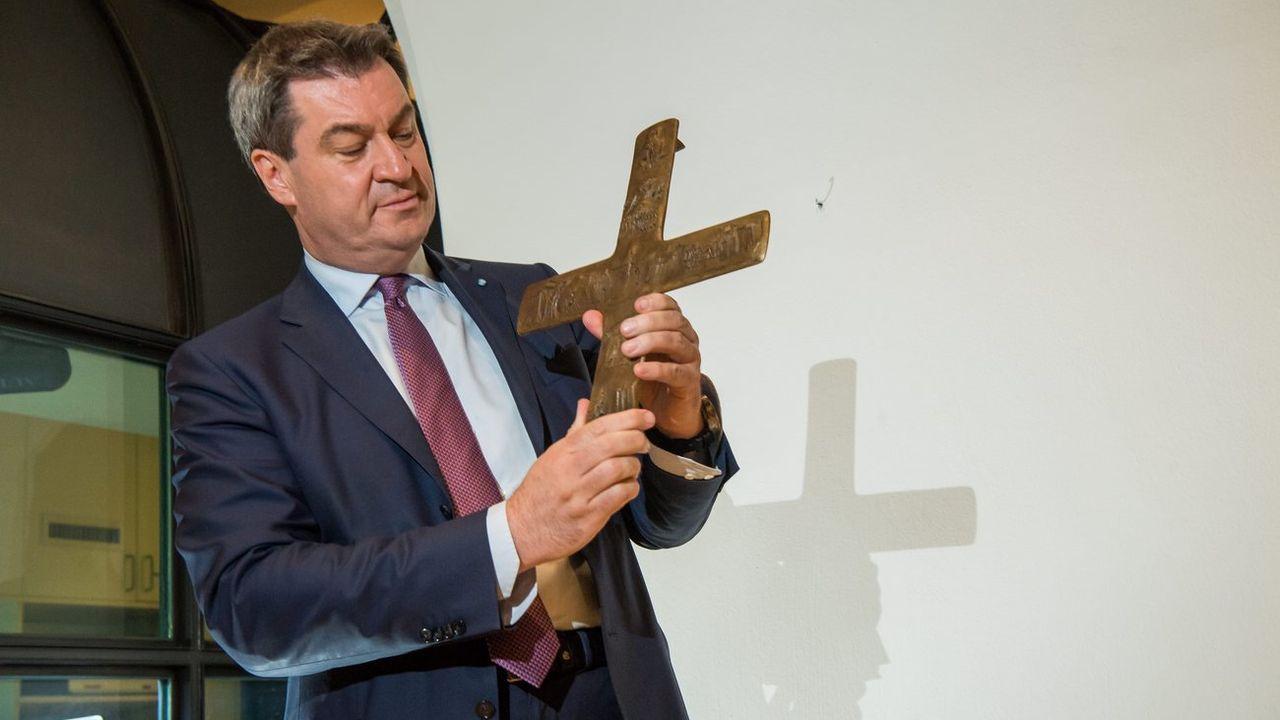 """Markus Söder voit dans le crucifix un signe """"culturel et historique"""" de la Bavière. [Peter Kneffel - DAP/Keystone]"""