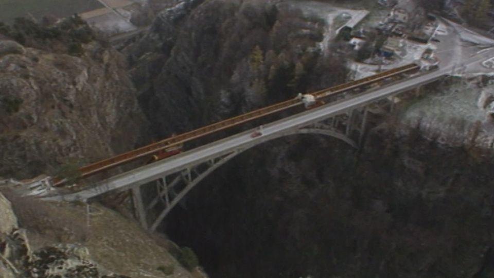 Le pont en arc de Gueuroz en Valais [RTS]