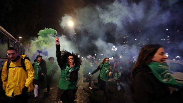 Des manifestations pour la légalisation de l'avortement et contre la violence faite aux femmes, à Buenos Aires, en Argentine. [Marcos Brindicci - Reuters]