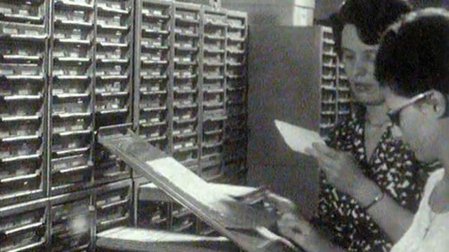 Elles travaillent à la composition de l'annuaire téléphonique en 1962. [RTS]