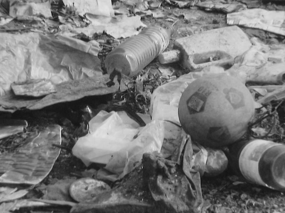 Déchets plastiques, nouveau fléau de la modernité, 1972. [RTS]