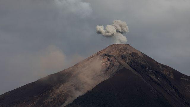Le bilan de l'éruption du volcan guatémaltèque Fuego, s'est alourdi à 99 morts, ont annoncé mercredi les autorités. [Jose Cabezas - Reuters ]