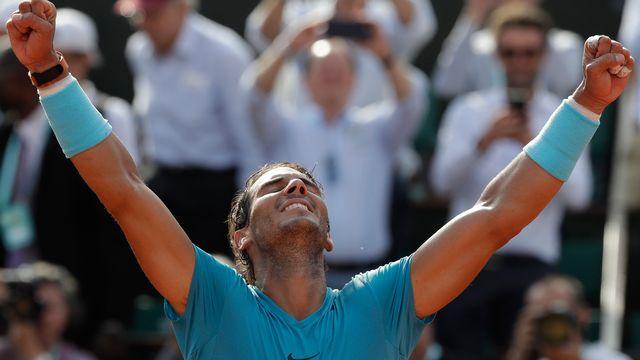 Rafael Nadal lève les bras au ciel après sa victoire contre Juan Martin del Potro. [Alessandra Tarantino - Keystone]