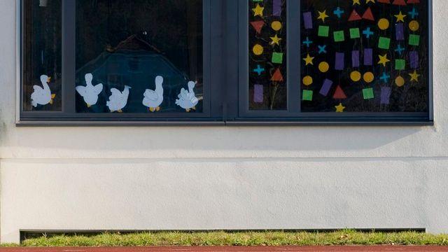 Façade d'une école primaire dans le canton de Bâle-Campagne (image d'archives). [Matthias Waeckerlin - Keystone]
