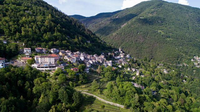 Vue sur une partie du territoire compris dans le projet de parc national du Locarnais. [Alessandro Crinari - Ti-Press/Keystone]