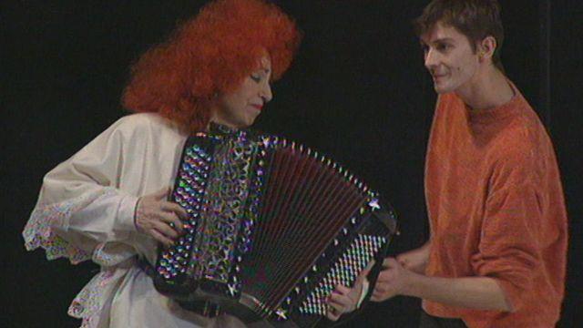 Yvette Horner joue avec Maurice Béjart [RTS]