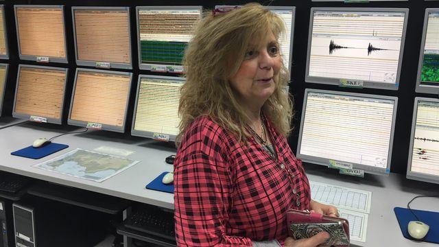 Francesca Bianco, directrice de l'Observatoire vésuvien, devant les écrans de la salle de contrôle. Silvio Dolzan RTS [Silvio Dolzan - RTS]