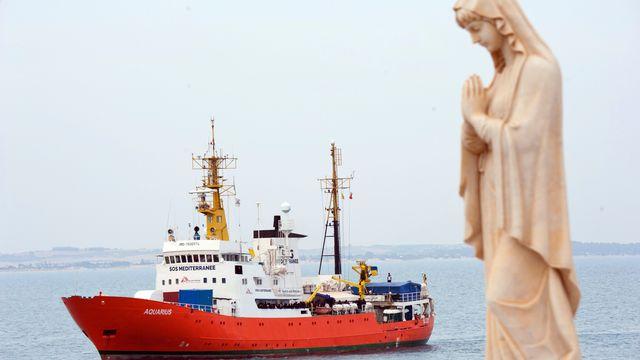 L'Aquarius au large du port italien de Pozzallo, 01.06.2018. [Salvatore Cavalli - AP/Keystone]