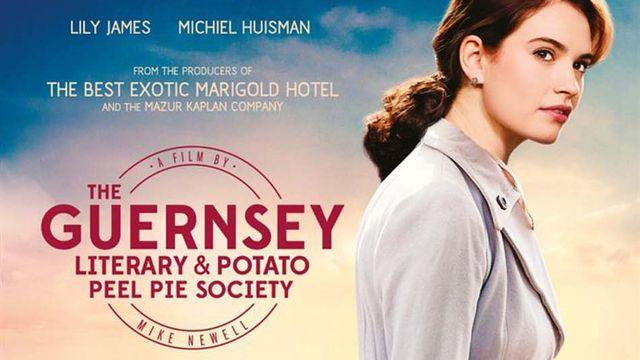 """L'affiche du film """"Le cercle littéraire de Guernesey"""" de Mike Newell. [DR]"""