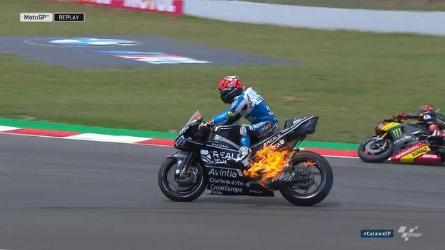 MotoGP, GP de Catalogne (ESP) : une moto prend feu en pleine course! [RTS]