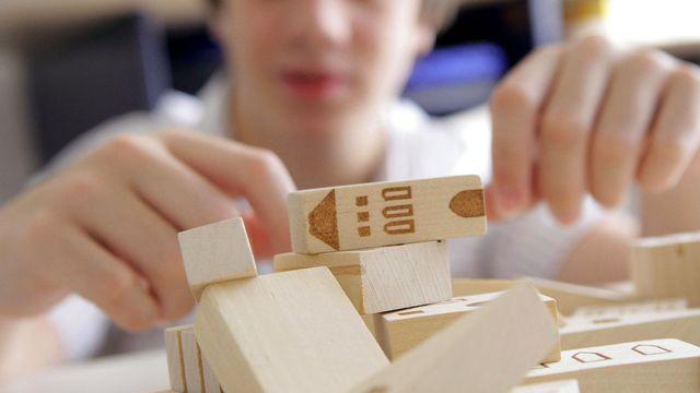 Plusieurs études montrent que le score aux tests de QI des jeunes baisse. [Sébastien Rabany - Photononstop/AFP]