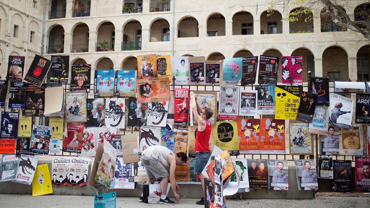 """Il est difficile de tirer son épingle du jeu dans le fourmillement de 1'500 spectacles proposés en trois semaines au """"off"""" d'Avignon. BERTRAND LANGLOIS AFP [BERTRAND LANGLOIS - AFP]"""