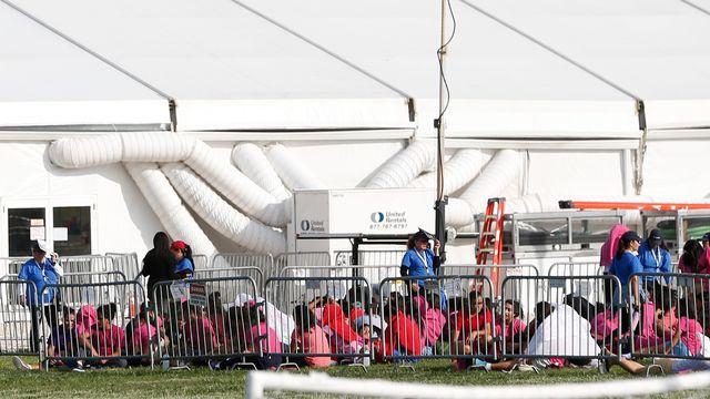 Des enfants migrants - non accompagnés ou séparés de leurs parents, dans un centre de détention à Homestead, en Floride, le 18 juin 2018. [Wilfredo Lee - AP/Keystone]