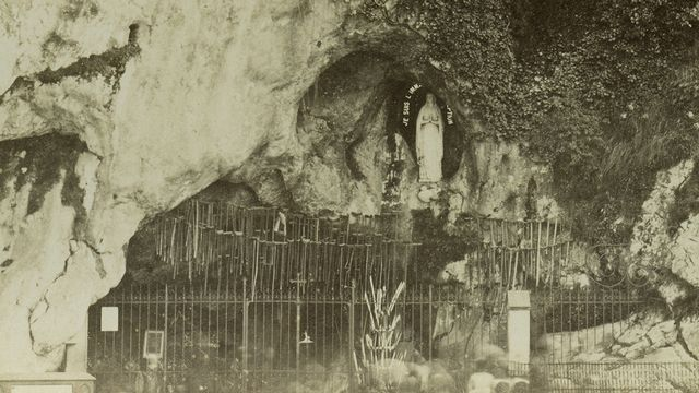 La grotte miraculeuse de Lourdes en 1885. Lux-in-Fine/Leemage AFP [Lux-in-Fine/Leemage - AFP]