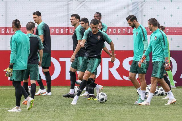 Ronaldo et l'équipe du Portugal à l'entraînement, mardi 19.06.2018. [Paulo Novais - EPA/Keystone]