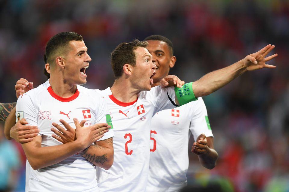 Le capitaine de l'équipe de Suisse a également mimer l'aigle. [Victor Berezkin - Freshfocus]