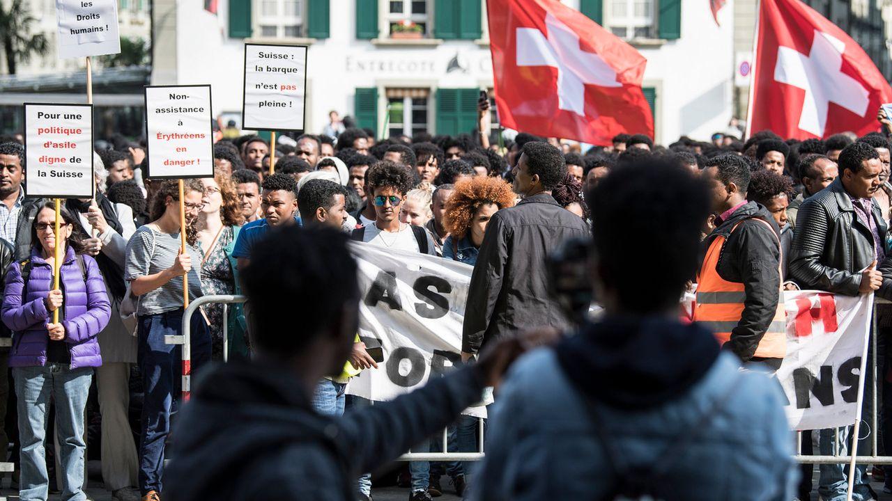 Environ 1500 Erythréens ont manifesté le 18.05.2018 à Berne contre le durcissement de la politique d'asile de la Confédération. [Peter Schneider - Keystone]