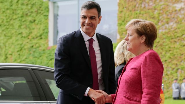 Pedro Sanchez et Angela Merkel à Berlin, 26.06.2018. [Miriam Karout - AP/Keystone]