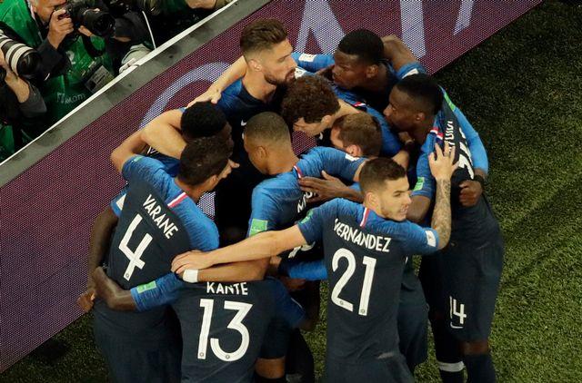 La joie des Français après le but d'Umtiti. [Dmitri Lovetsky - Keystone]