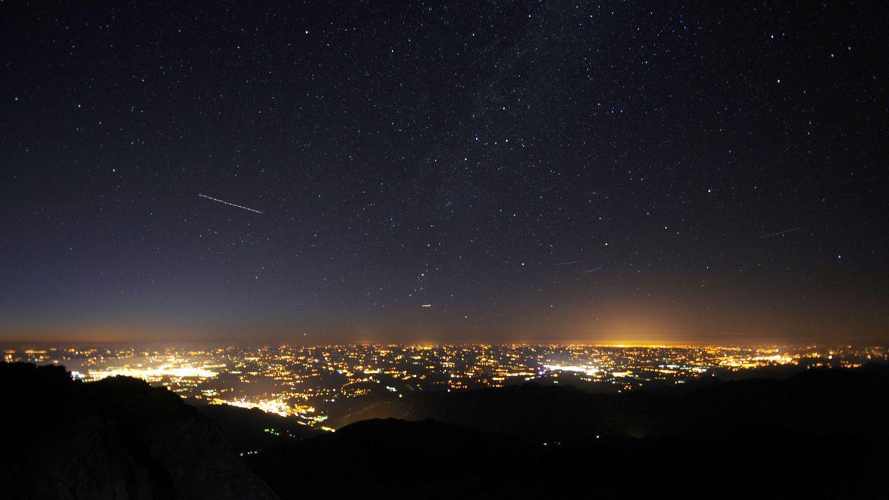 La nocivité de la pollution lumineuse est encore mal connue (image d'illustration). [Rémy Gabalda - AFP]