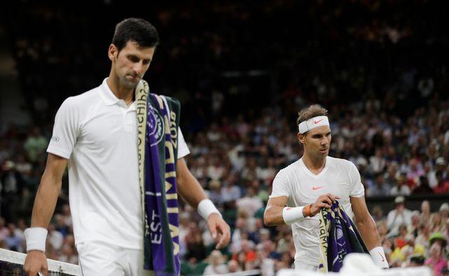 Djokovic et Nadal reviendront samedi sur le court pour terminer leur demi-finale. [Ben Curtis - Keystone]