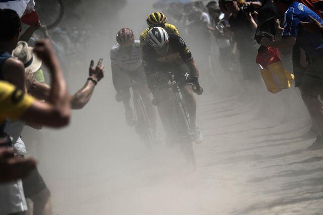 Degenkolb (en blanc) s'est montré le plus fort à Roubaix. [Jeff Pachoud - AFP]