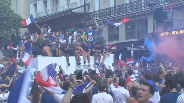Les Français en joie après la victoire des Bleus [RTS]