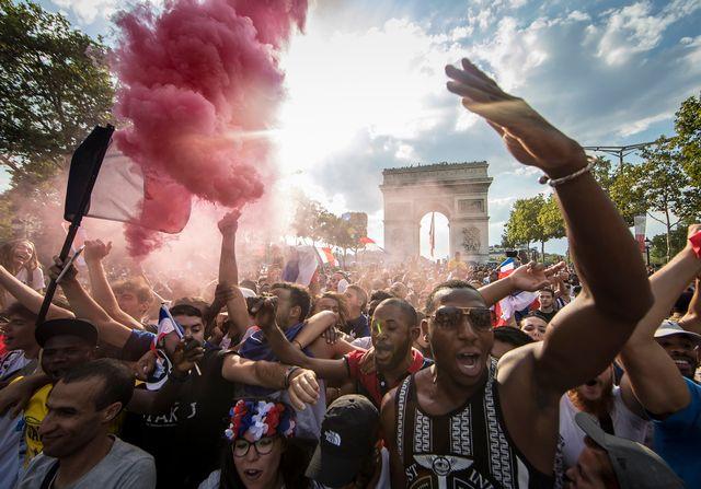 Des centaines de milliers de personnes survoltées sont venues acclamer les champions du monde. [Ian Langsdon - Keystone]